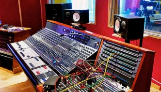 Home VS Professional Recording Studio – The Difference!!
