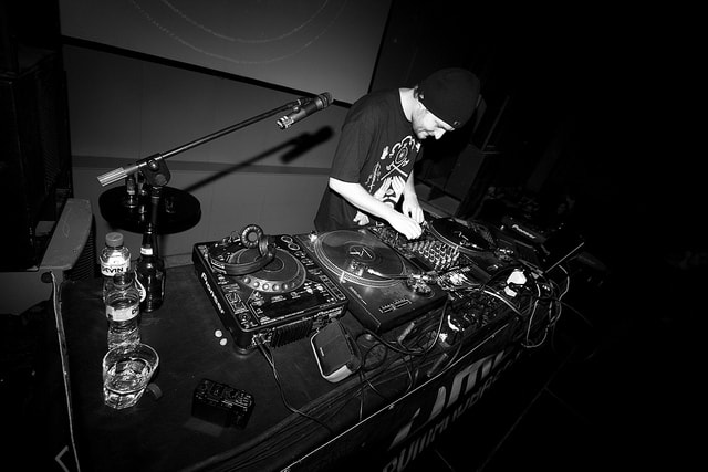 dj-equipment-what-do-you-need-to-have-remixingplanet-com